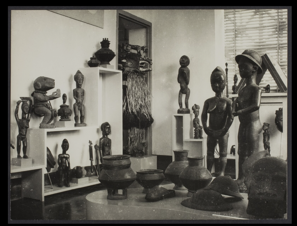 Installation shot of the Musée de Côte d'Ivoire, Abidjan, in the 1970s. Photo by Bohumil Holas, courtesy of the Musée du quai Branly (PP0179800).