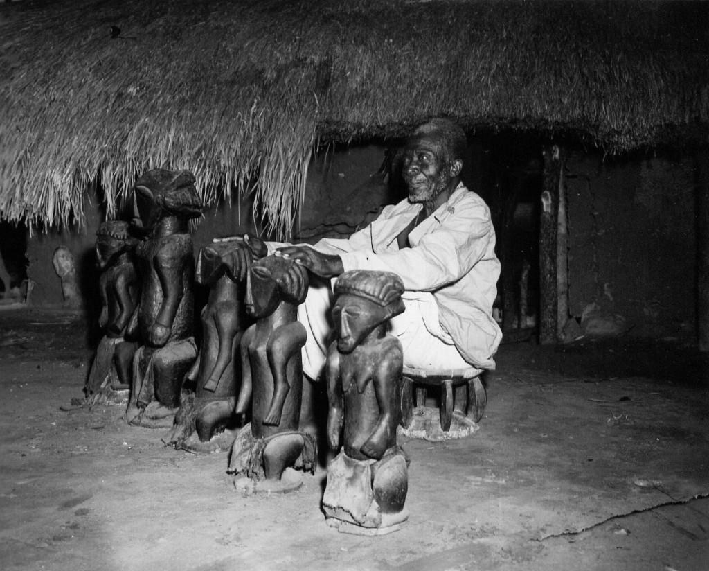 Ancestral figures from the shrine of the Basiatshiwa-Mwamuwa (Bahutshwe-Boyo). Chief Kimano II, Kabambare territory, Maniema. Photo by H. Goldstein, 1956.