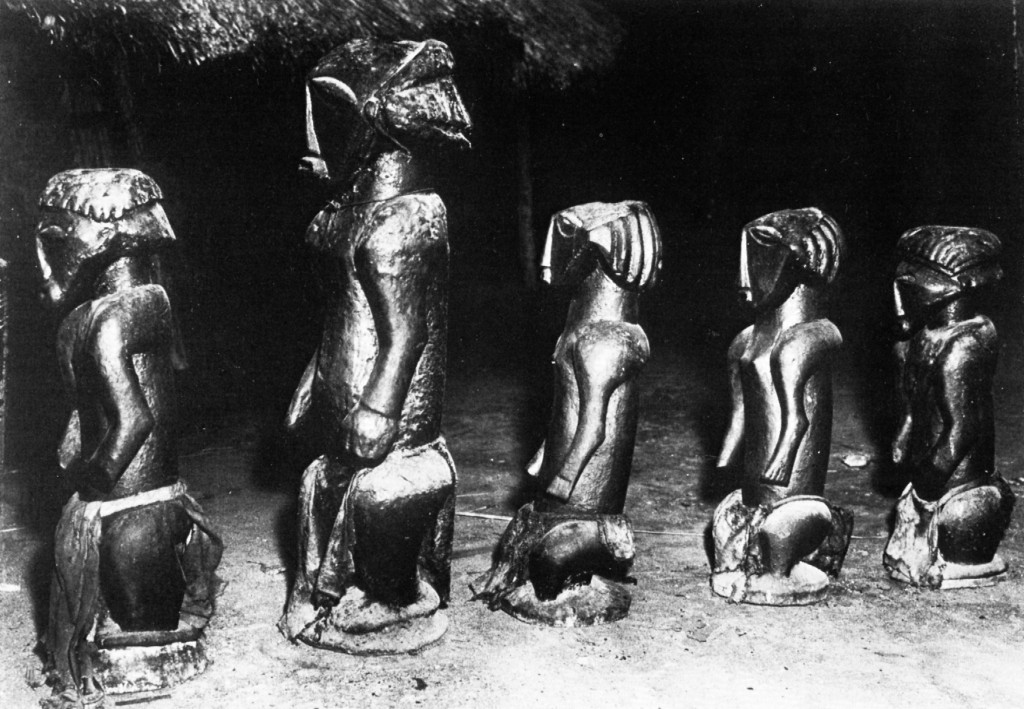 Photo by H. Goldstein (Congopresse), 1956. Published in: Biebuyck (Daniel P.), Statuary from the pre-Bembe hunters, Tervuren, 1981: p. 36, fig. 21.