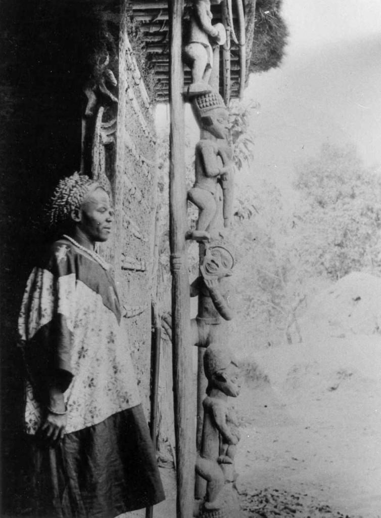 The king of Babanki Tungo (Der Häuptling von Babanki Tungo). Photographer unknown, circa 1930. Image courtesy of the Ethnologisches Museum, Berlin, VIIIA 1104.