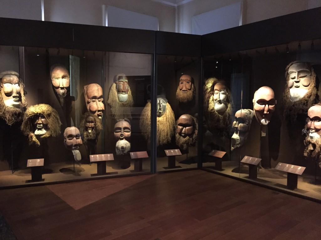 Giant Masks from the Congo Suku kakungu Belvue Bruno Claessens