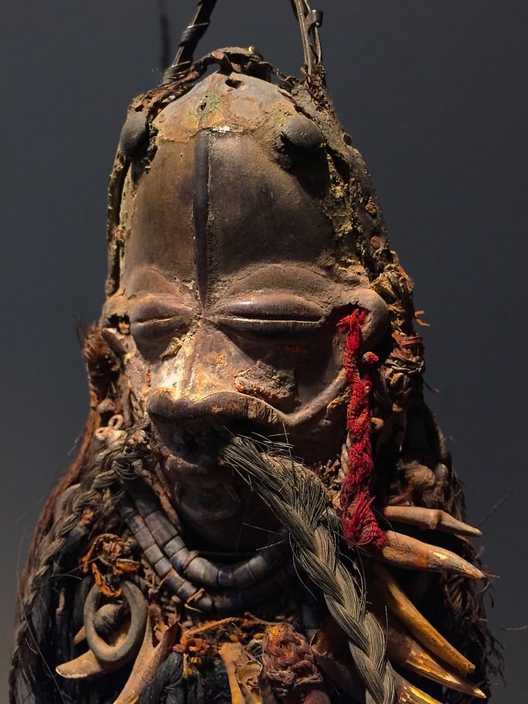 Wè miniature mask, Ivory Coast. Height: 12 cm (34 cm with beard).