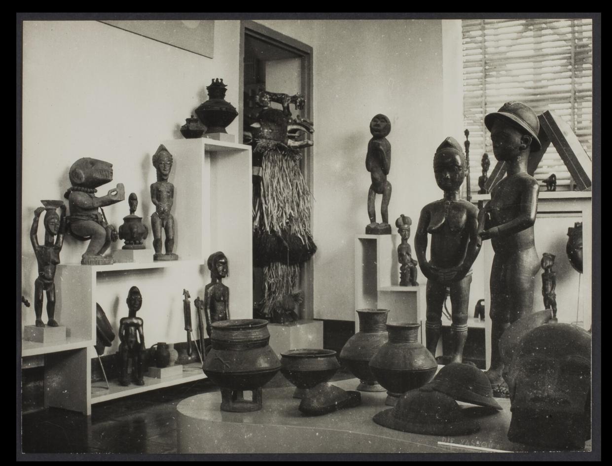 Installation shot of the Musée de Côte d'Ivoire, Abidjan, in the 1970s. Photo by Bohumil Holas, courtesy of the Musée du quai Branly (PP0179800).